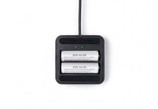 Зарядное устройство Bluelounge Aaden для аккумуляторных батарей типа AA. Цвет: черный.